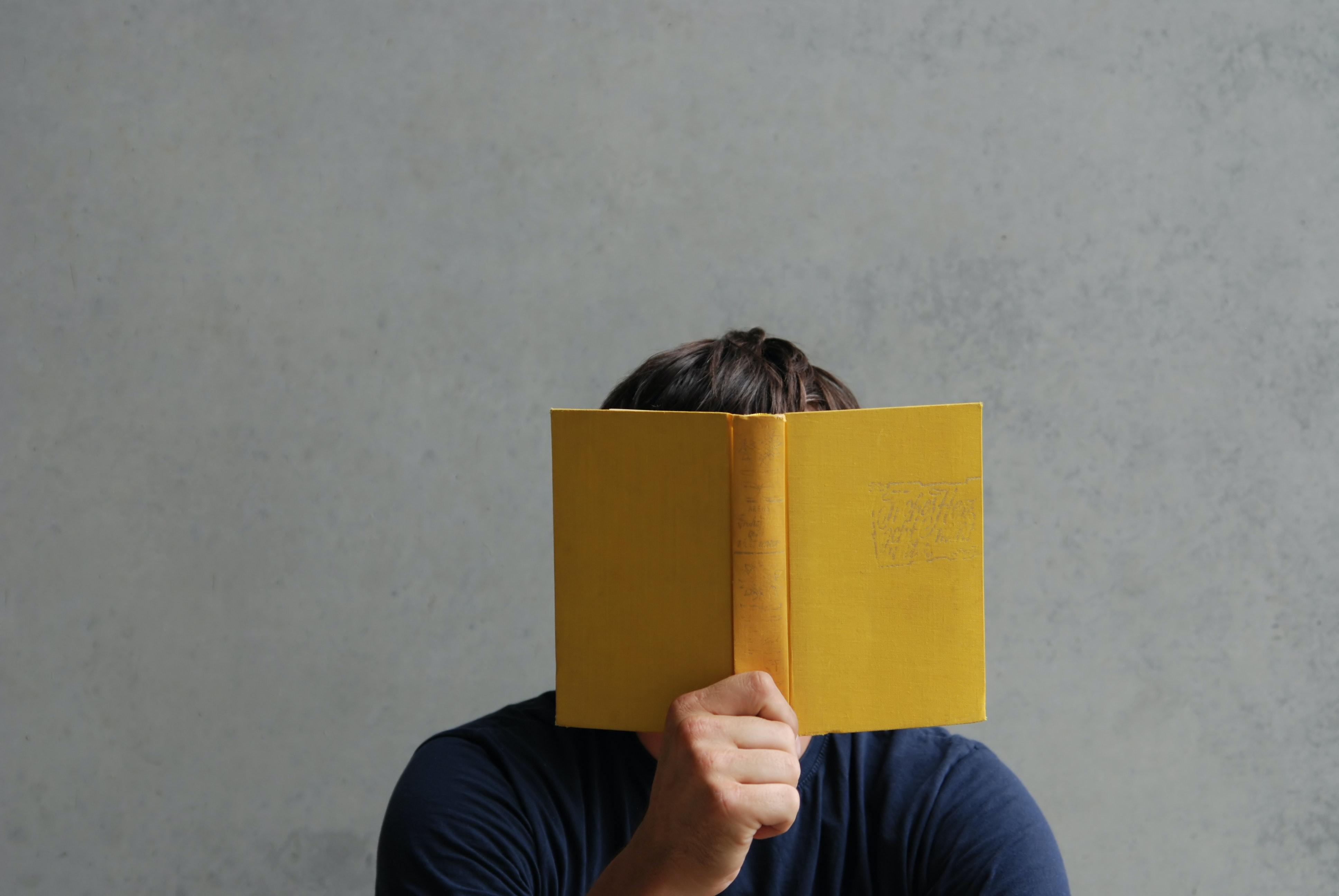 Buch Kopf Symbolbild Postdocfibel