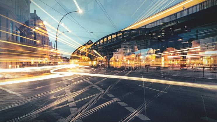 Continental - Straßenbeleuchtung Abend