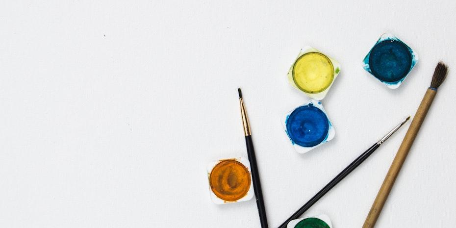 Farbe Pinsel kuenstlerischer Mitarbeiter