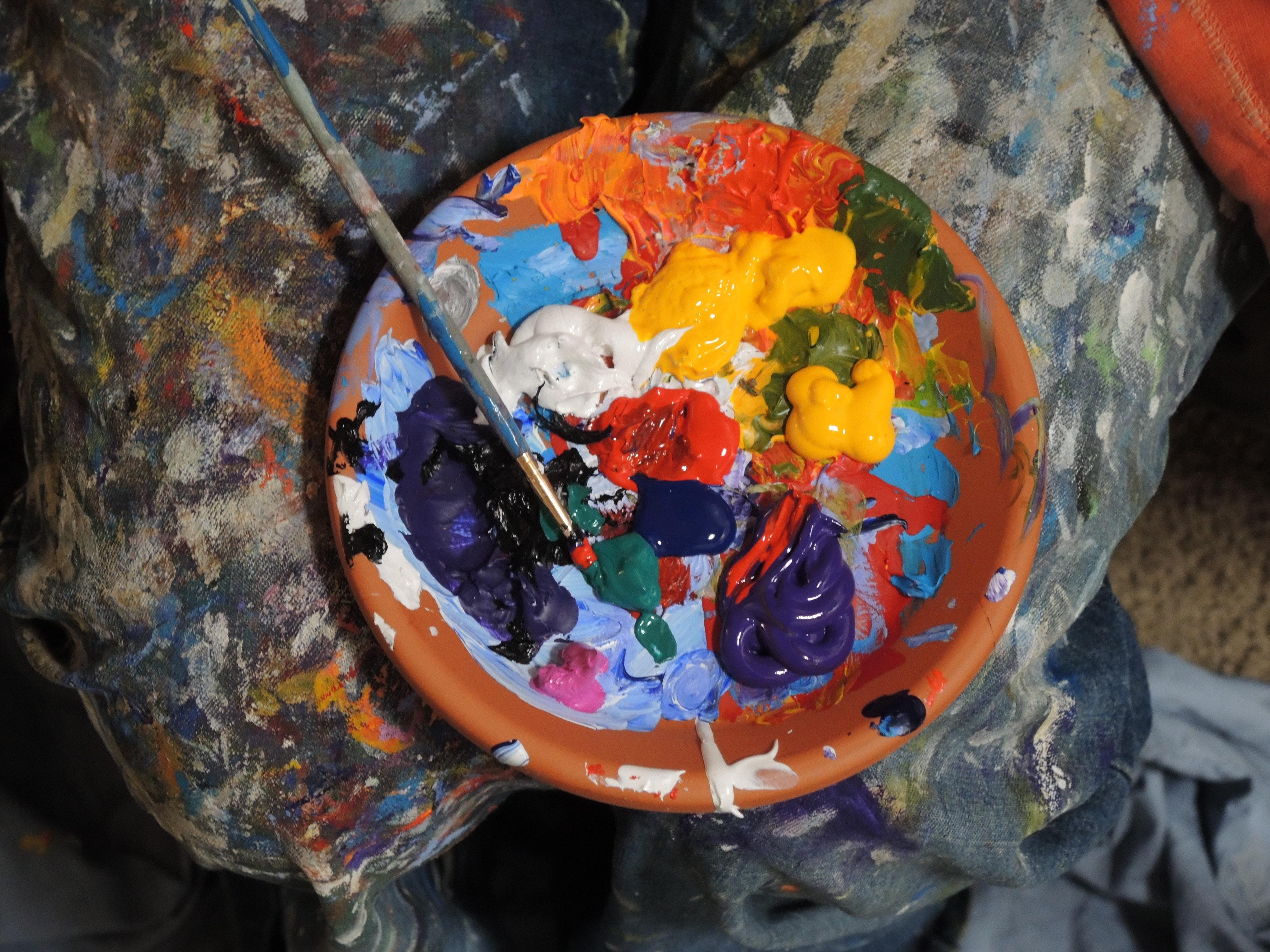 Farbpalette als Symbolbild für Wirtschaftswissenschaften Berufe