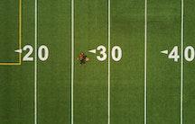 Footballfeld Symbolbild Altersgrenze Professur Einstellung