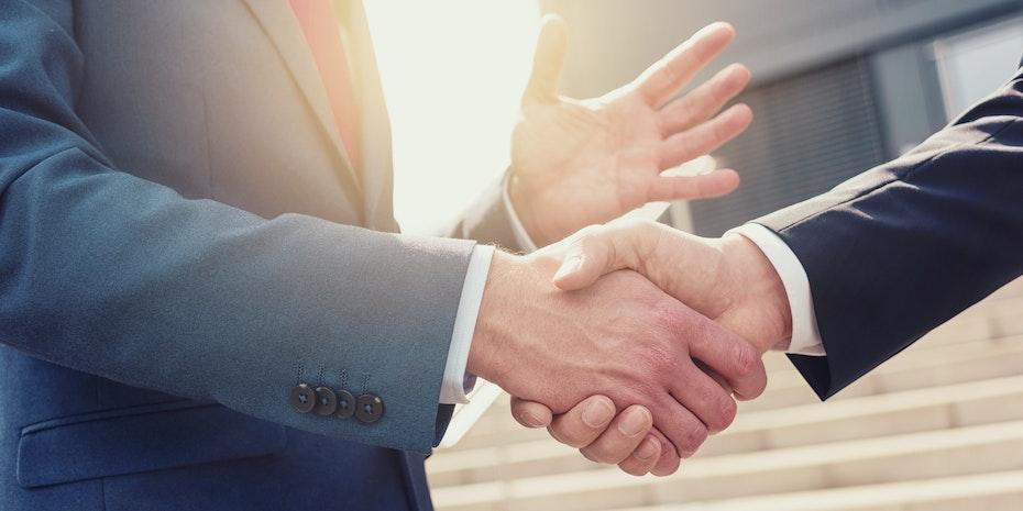 Handschlag Symbolbild Unternehmensjurist