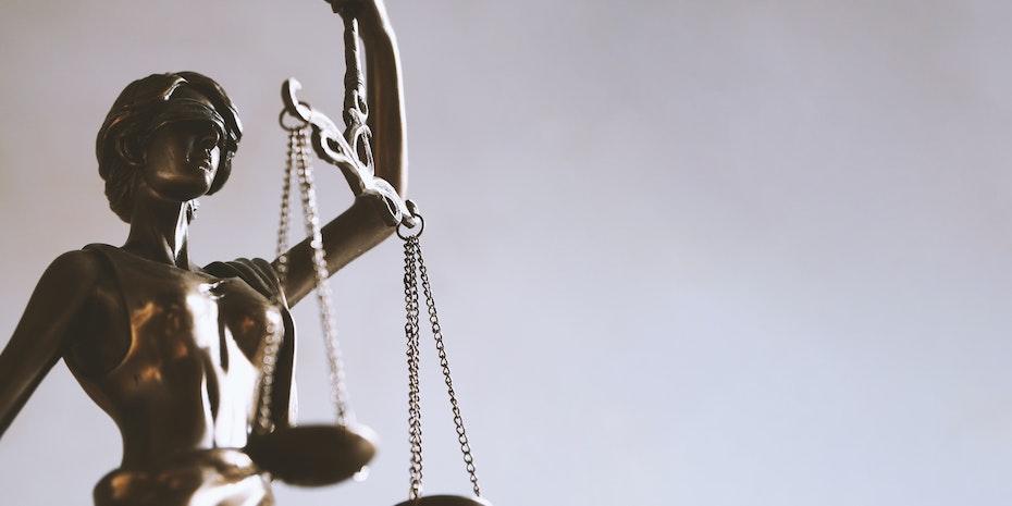 Justitia Symbolbild Karriere Jura