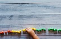 Kinderarm Symbolbild promovieren mit Kind