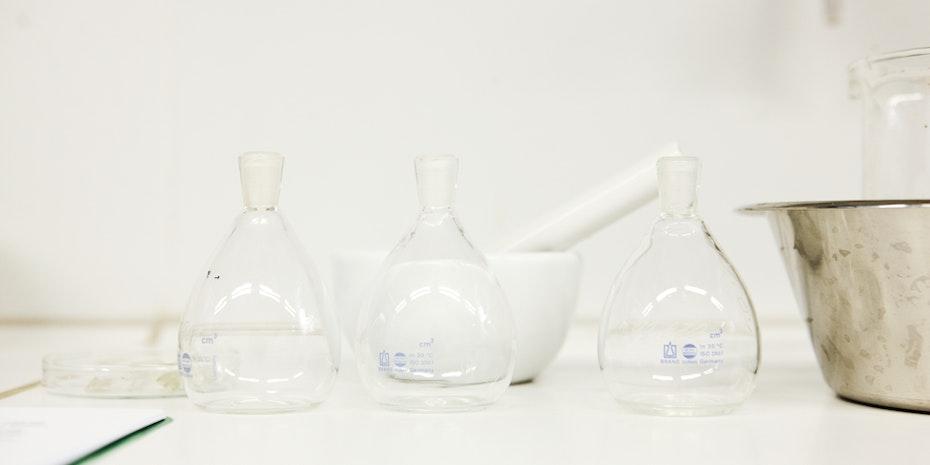 Labor Glaskolben Symbolbild Naturwissenschaften Gehalt