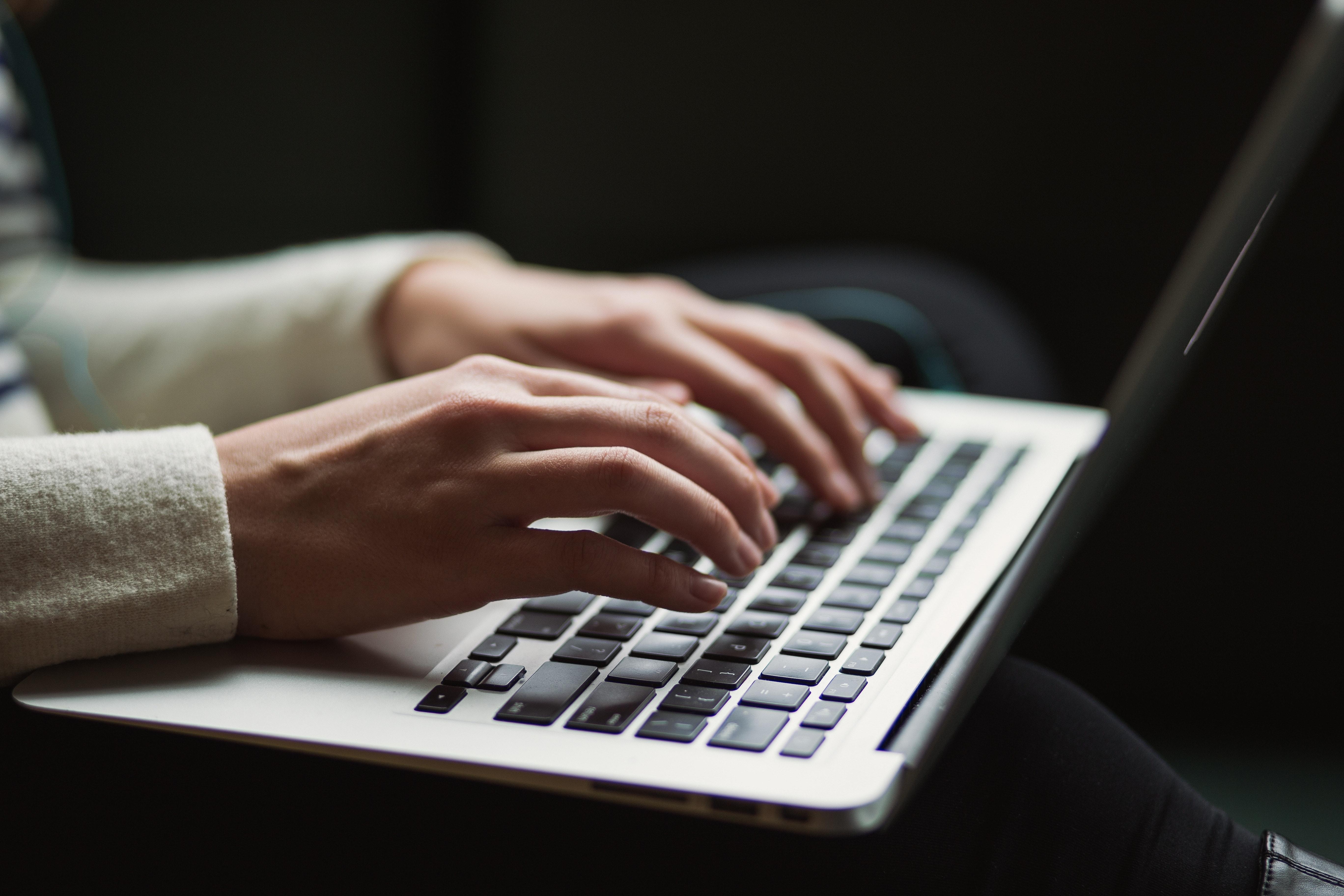 Laptop Symbolbild Postdoc Bewerbung