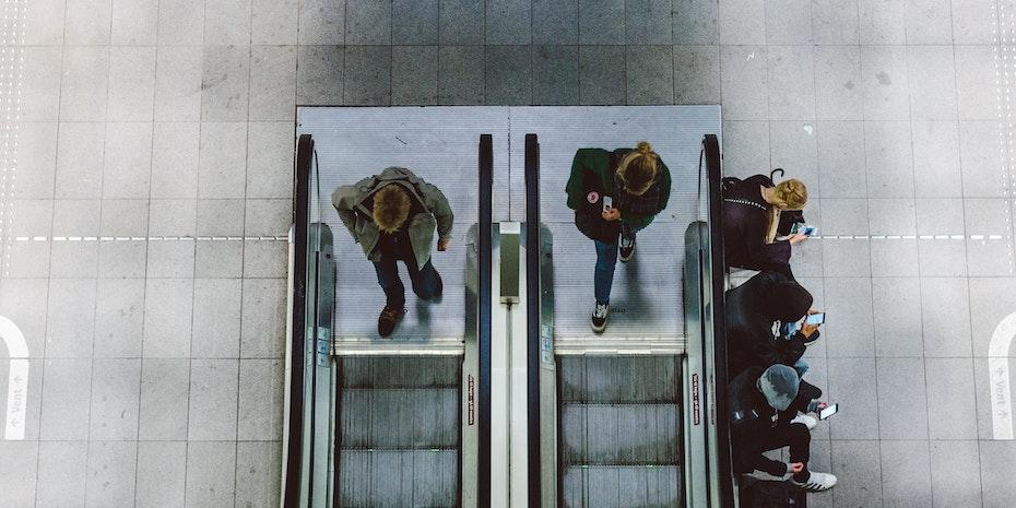 Menschen als Symbolbild fuer soziale Kontakte pflegen