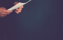 Papier Haende als Symbolbild fuer Dissertationskolloquium Rigorosum Disputation