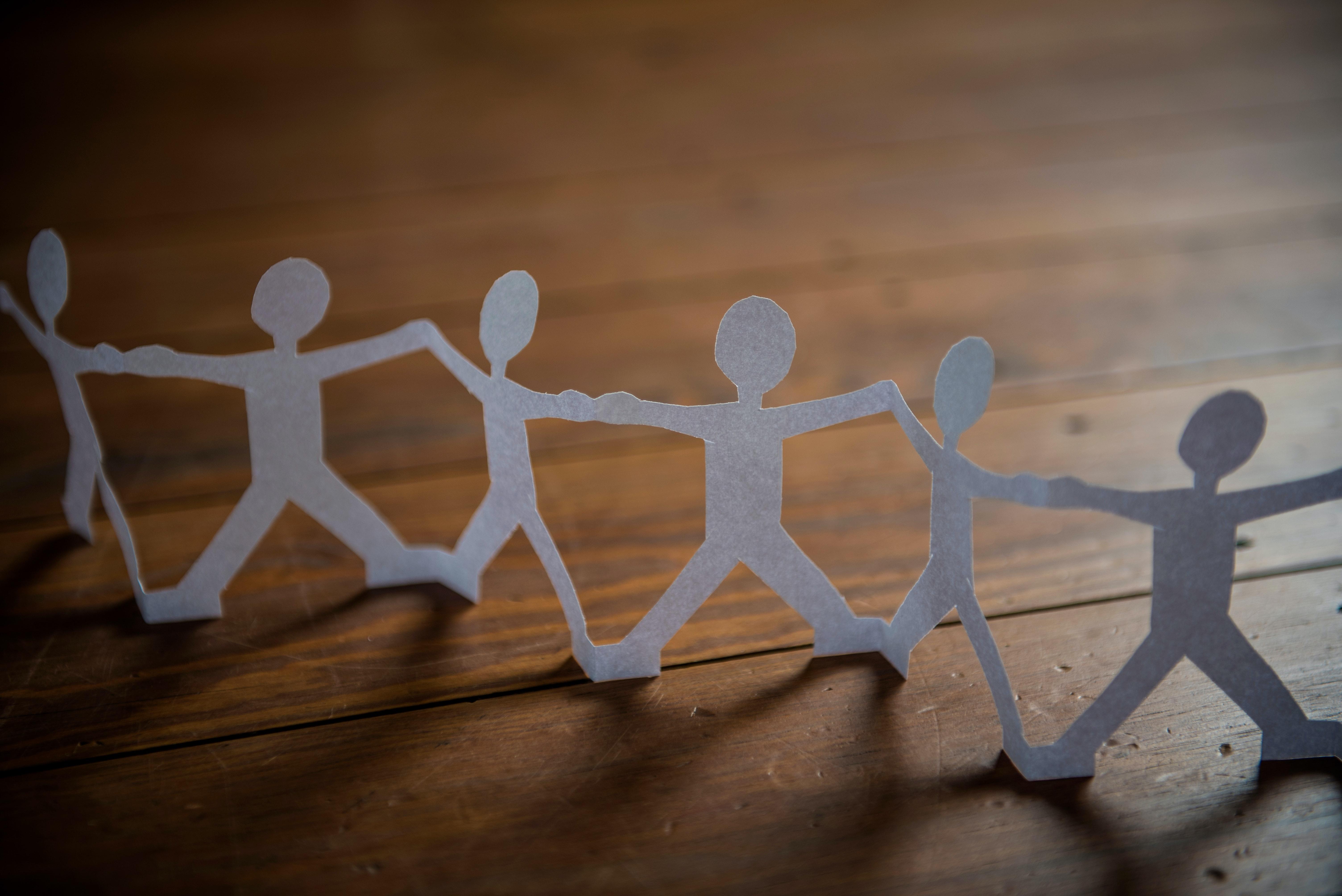 Papiermensch Symbolbild Vereinbarkeit Familie und Forschung