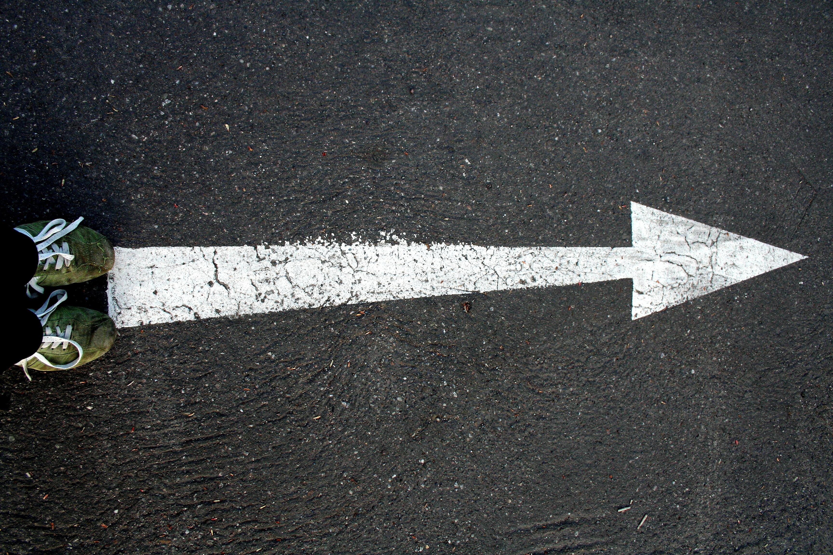 Pfeil Strasse Symbolbild wie wird man Dozent