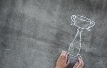 Pokal aus Kreide als Symbolbild fuer Bewerbung Wissenschaftspreis