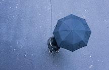 Regenschirm Symbolbild Berufsunfaehigkeitsversicherung Akademiker