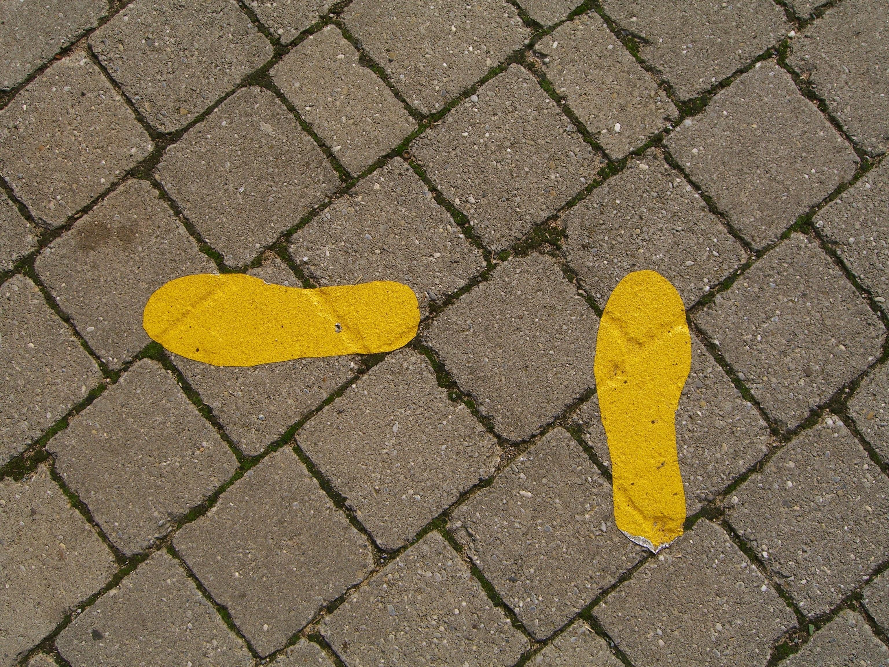 Richtungswechsel als Symbolbild für Plan B alternative Karrierewege in der Wissenschaft