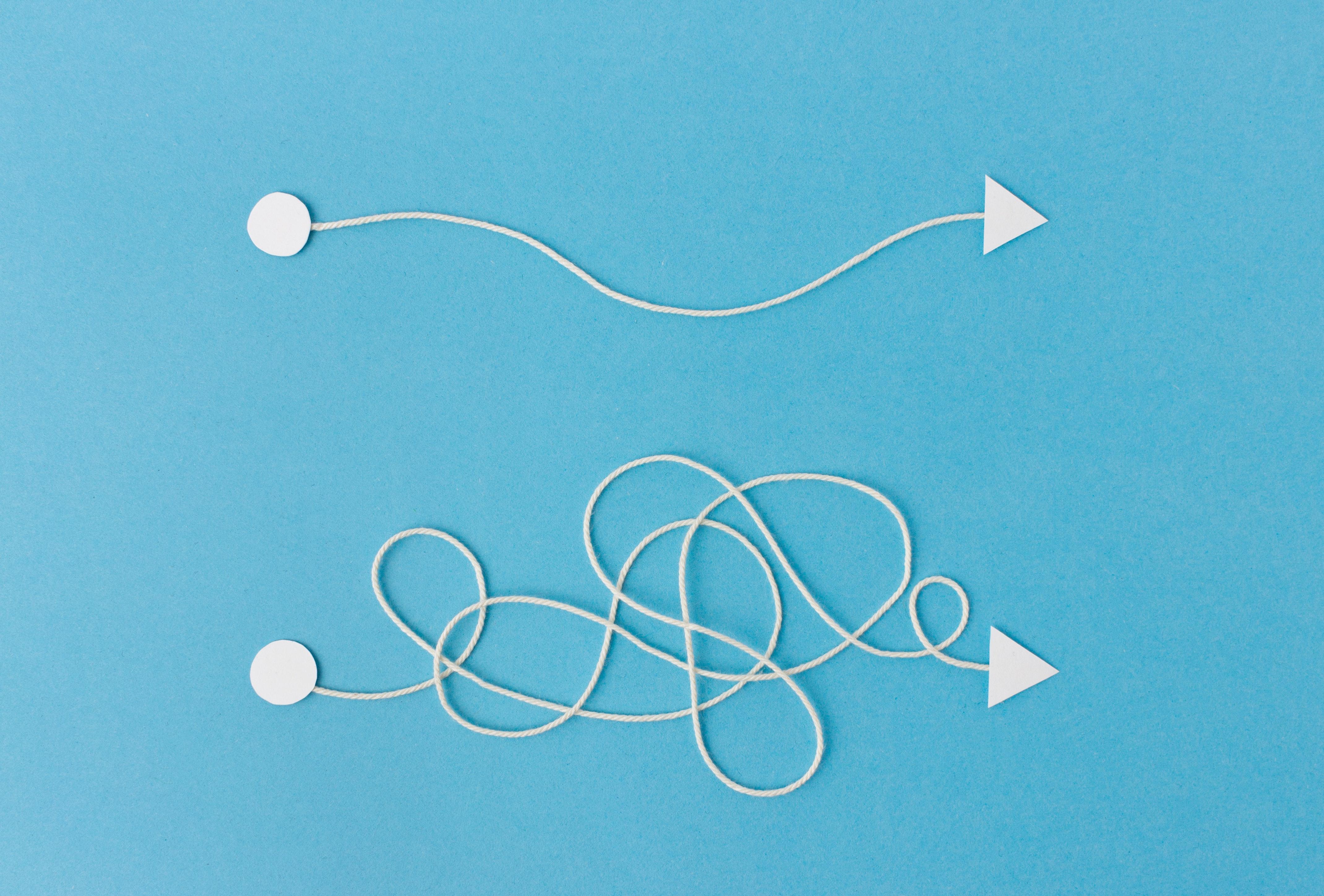 Schnuere Pfeile als Symbolbild fuer Bewerbung Management