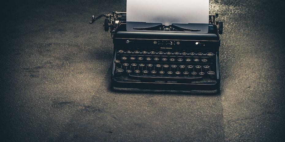 Schreibmaschine Symbolbild Expose Dissertation