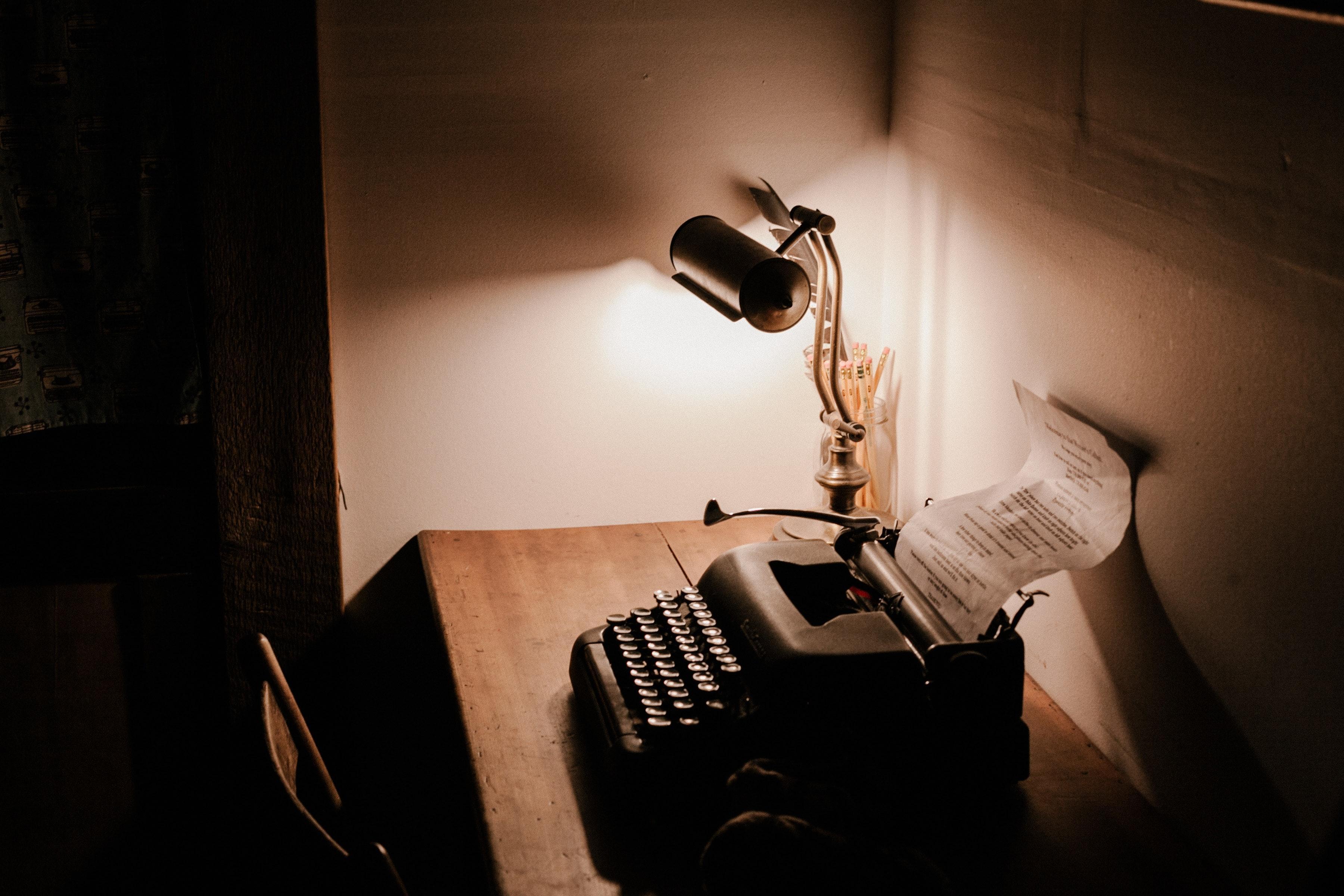 Schreibmaschine als Symbolbild fuer Wissenschaftsjournalismus