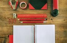 Schreibtisch Arbeitsmaterial Symbolbild Bachelorarbeit