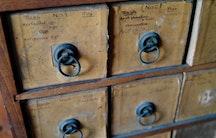 Schubladen als Symbolbild fuer Verwaltungsprofessur