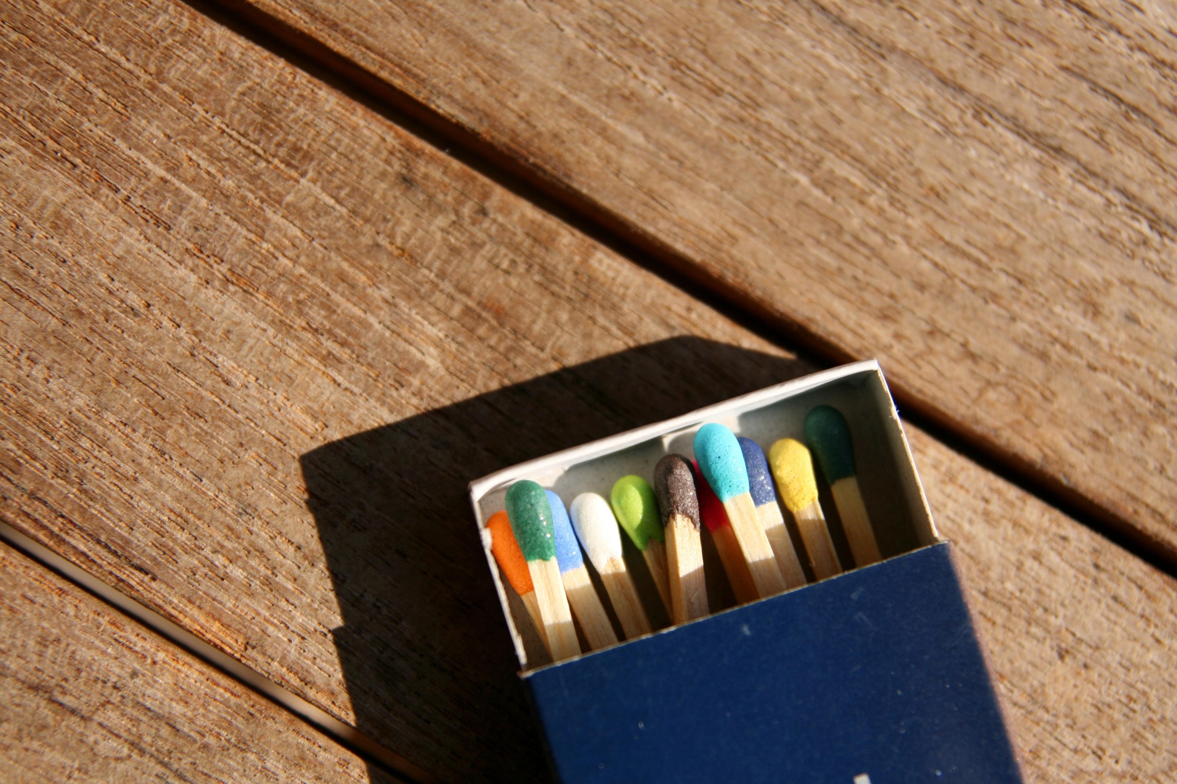 Streichholzschachtel Symbolbild Geisteswissenschaftler Gehalt
