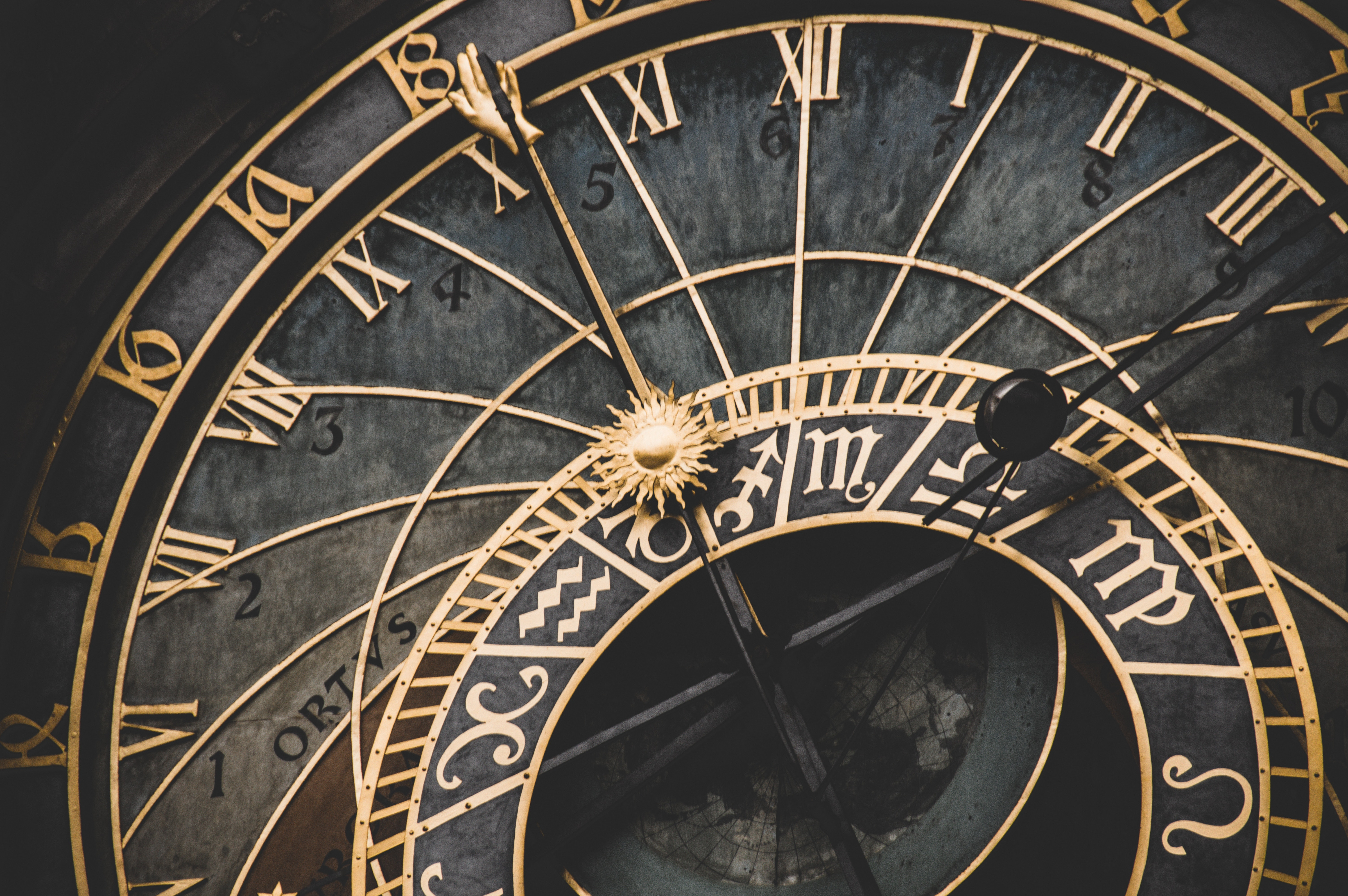 Uhr Symbolbild Promotion Dauer