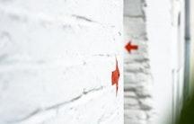 Wand  Pfeil Symbolbild Geschaeftsfuehrung Gehalt