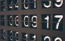 Zahlen Symbolbild Pharmazie Gehalt Pharmaindustrie