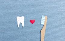 Zahnbuerste Symbolbild Gehalt Zahnmedizin Zahnarzt