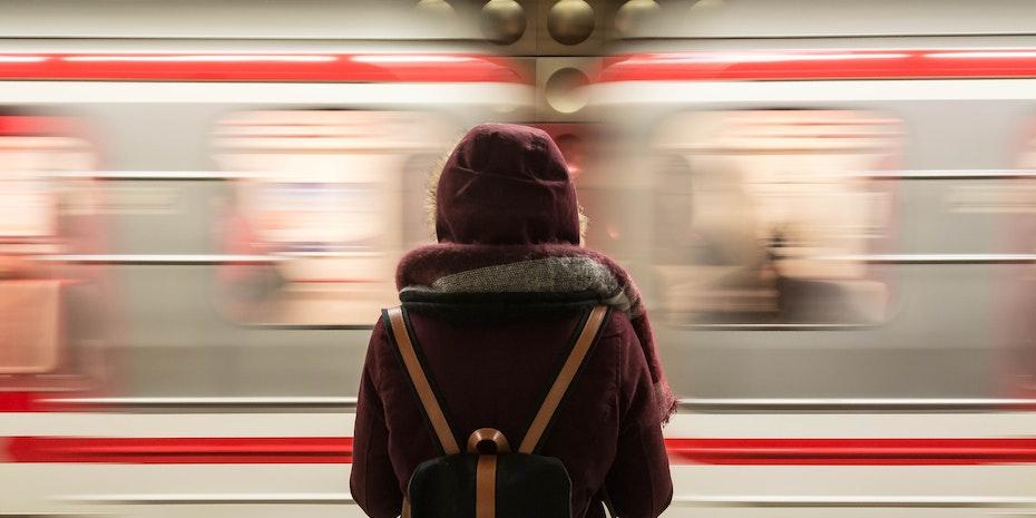 Zug Symbolbild Promotion im Ausland